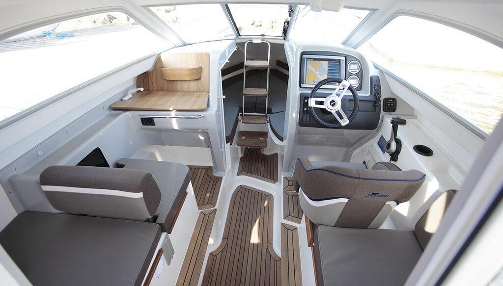На катере есть система дистанционного управления