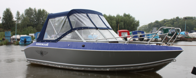 моторная лодка Волжанка Классик с тентом
